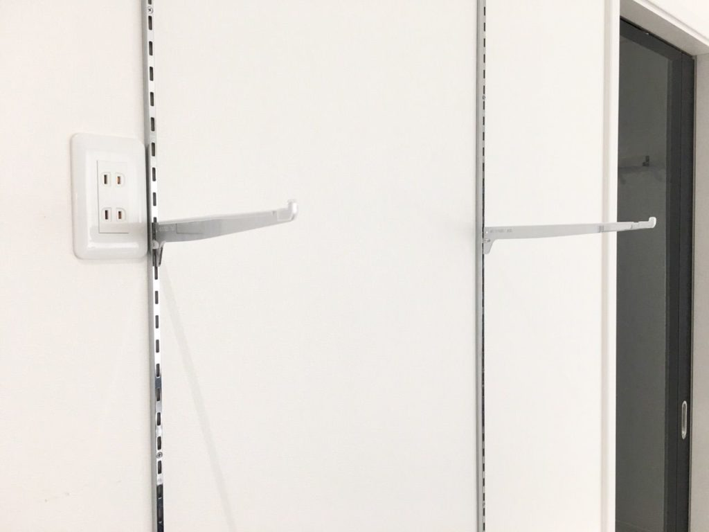 ガラス棚のチャンネルサポート