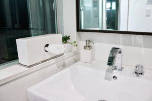 sarasa designのおしゃれなティッシュケースを洗面所に。横置きでスリム・濡れてもOKなのでおすすめです