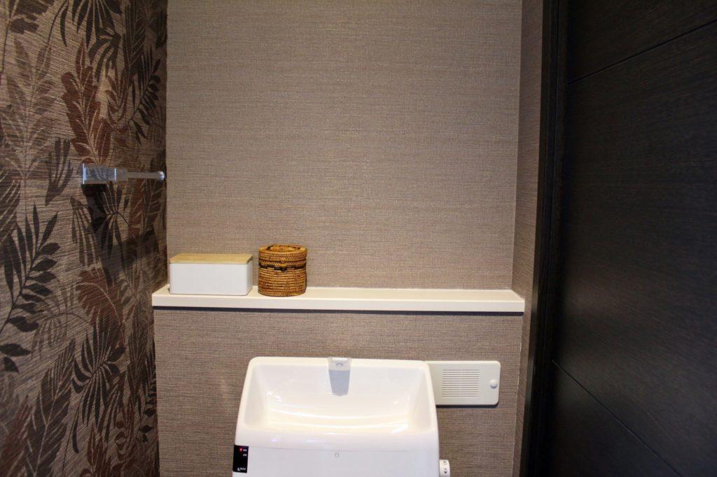 アジアンインテリアのトイレ収納