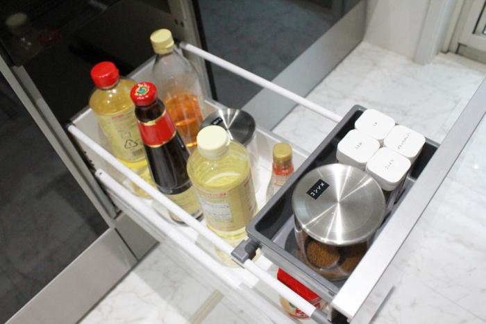 キッチンの調味料収納はよく使うものと液体調味料を