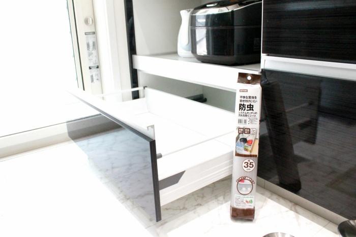 食器棚にニトリの防虫シート