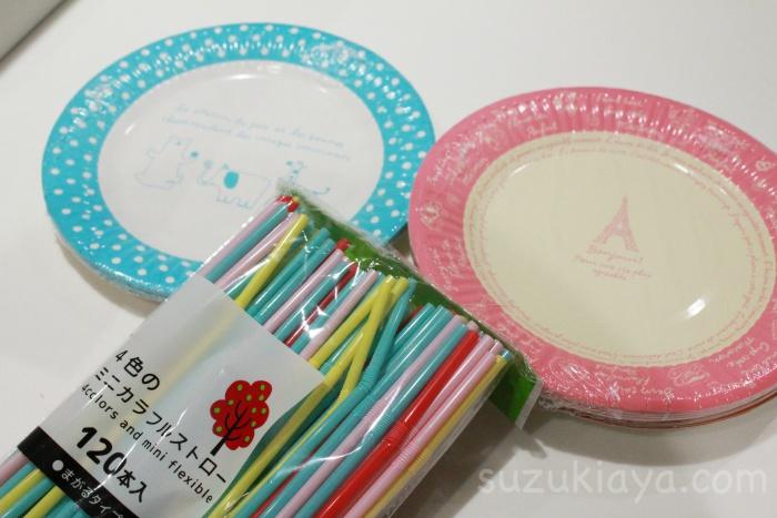 セリアの紙皿と子供用ストロー