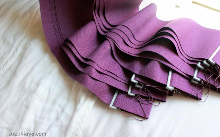 紫のバーチカルカーテン