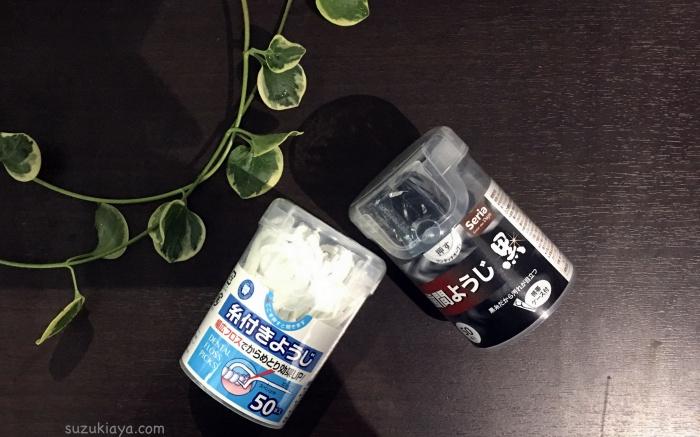 100円均一セリアのモノトーン糸ようじ。白と黒でシンプルな歯間ブラシ