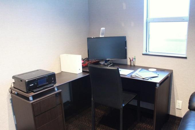 寝室にあるデスク。仕事・作業スペース