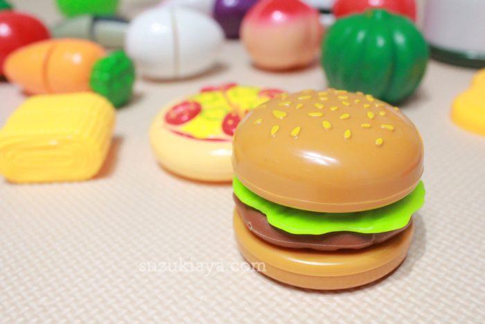 100円ショップセリアのままごとセットのハンバーガーはリアリティがあって可愛い