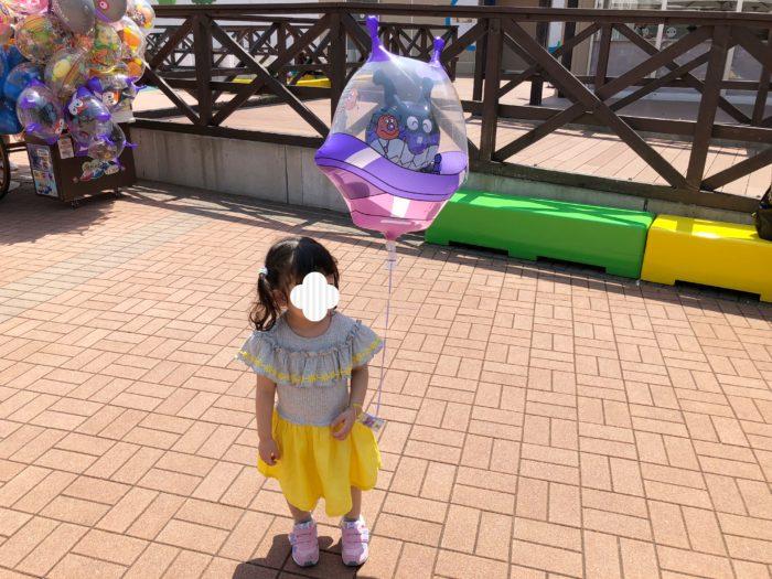 アンパンマンミュージアムで売っている風船はバイキンマンを選ぶ