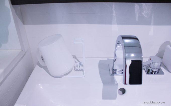 洗面所のコップ置き場を衛生的に*スタンドで立てる収納に