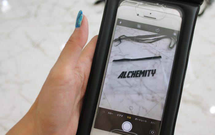 全機種対応の防水スマホケースアルケミティにiPhoneを入れてカメラを起動