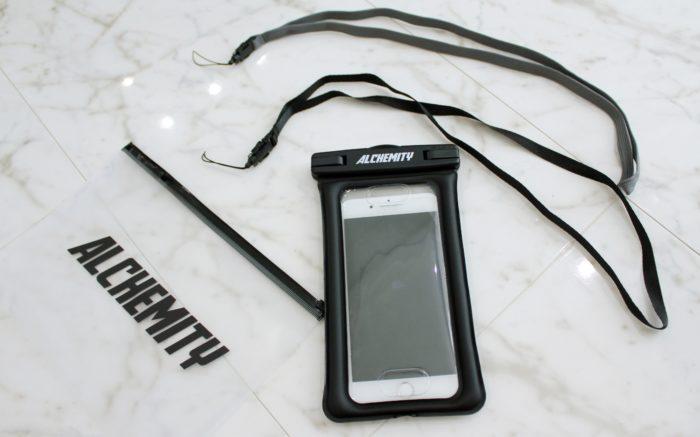 全機種対応の防水スマホケースアルケミティにiPhone8plusを入れてみた