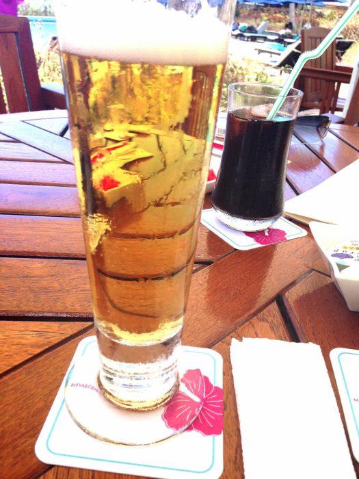 宮古島東急ホテル&リゾーツのプールサイド飲めるビールとコーヒー