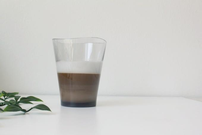 ゆらぎタンブラーにホットコーヒーを入れた