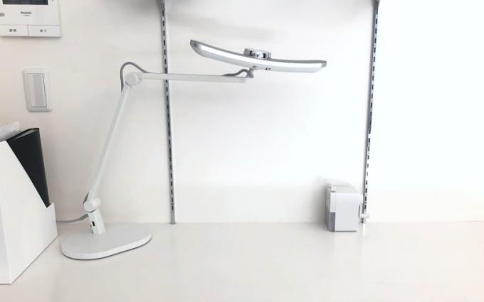 ホワイトとシルバーがおしゃれなBenQ Wit MindDuo LEDデスクライト