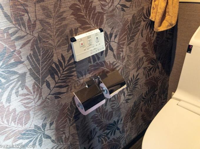 2階トイレにあるカワジュンのトイレットペーパーホルダー2連