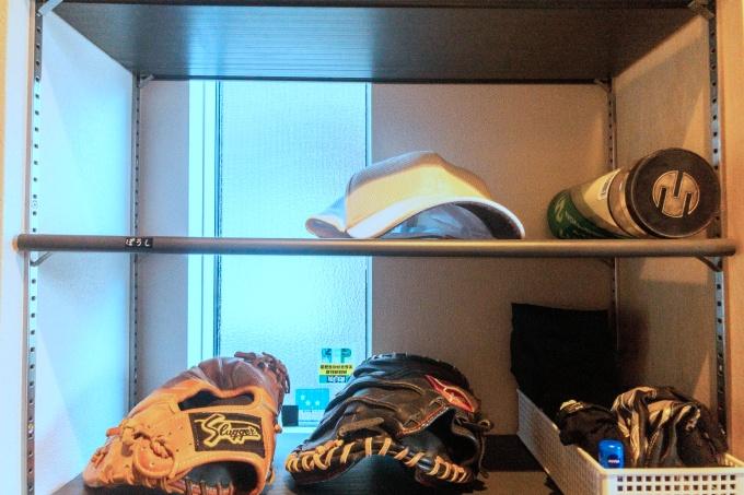 野球帽子を棚に収納