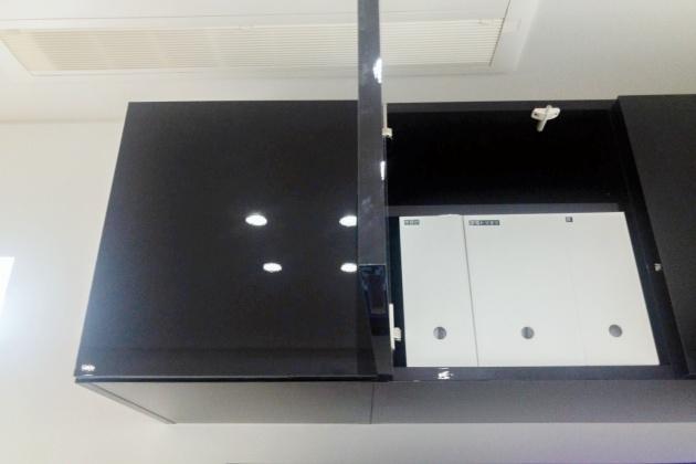年賀状を保管した無印のファイルボックスはテレビ台に収納