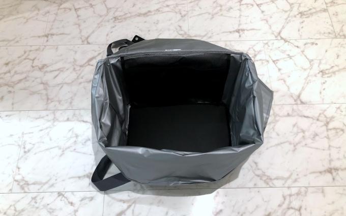 サーモスの保冷買い物カゴ用バッグ(レジカゴバッグ)は底板があるから自立する