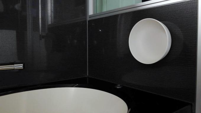 マーナのマグネット湯おけを浴室の壁に張り付け!収納も掃除もラクになりました【レビュー】