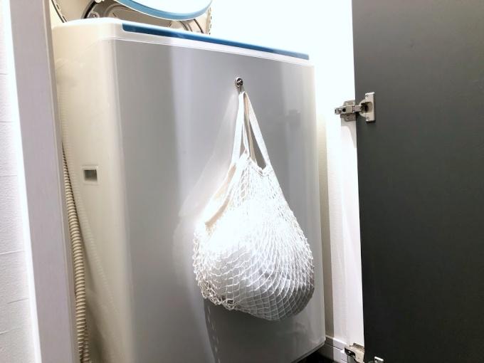ダイソー「コットンネットバッグ」に洗濯ネットを収納