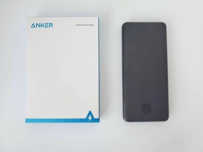 モバイルバッテリー「Anker PowerCore Slim 10000 PD」の箱と本体
