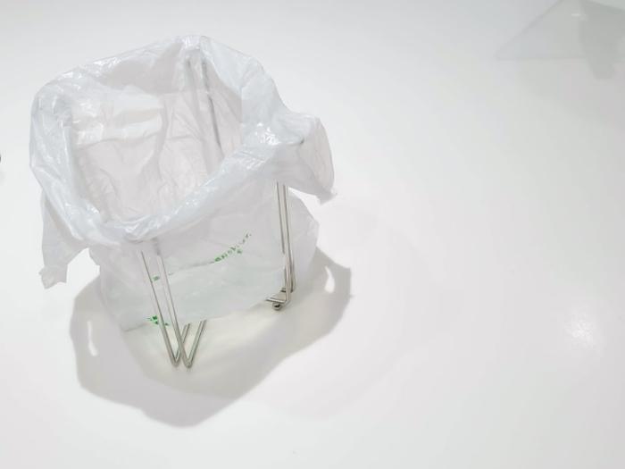ニトリのポリ袋スタンドにコンビニの袋を装着