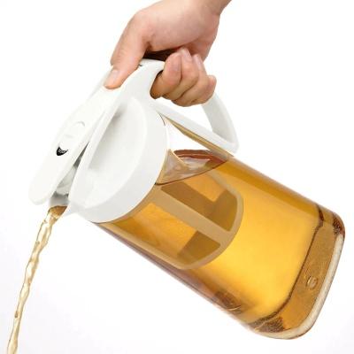 ニトリ「横置きできる茶こし付きワンプッシュ冷水筒(2.1L)」