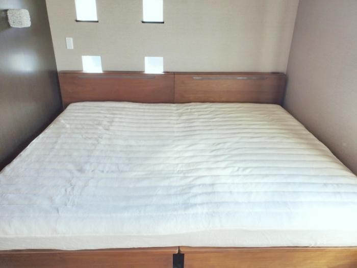 セミダブル2台並べたベッドにパッド一体型マイクロファイバーボックスシーツをセット