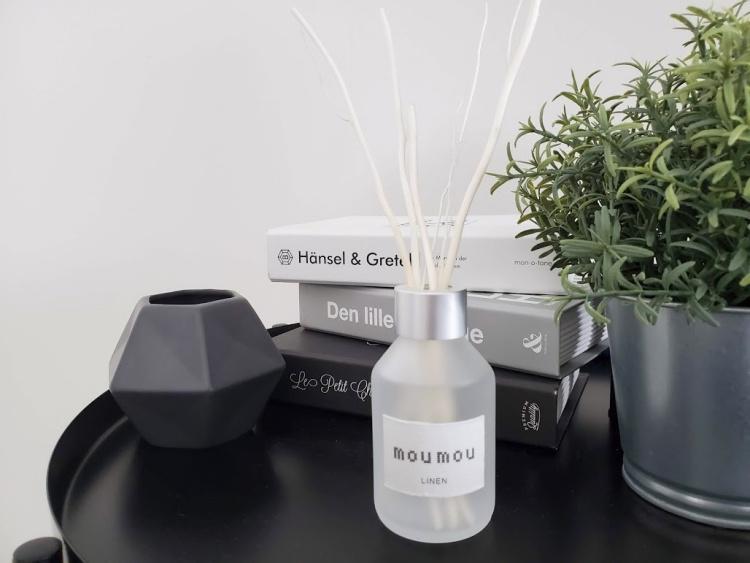 【レビュー】moumouのリードディフューザー「リネン」は癒しの香り。シンプルなデザインもお気に入り