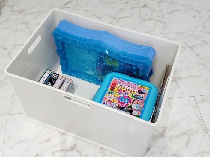 アクアビーズのバケツ、単品箱はニトリのインボックスに収納