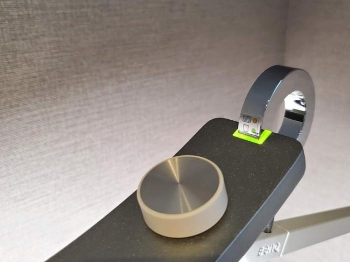 BenQ WiT アイケアLEDデスクライトの自動調光モード