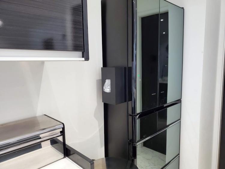 【レビュー】tower(山崎実業)の前から開くマグネットボックスホルダーはポリ袋・ティッシュ収納に最適で...