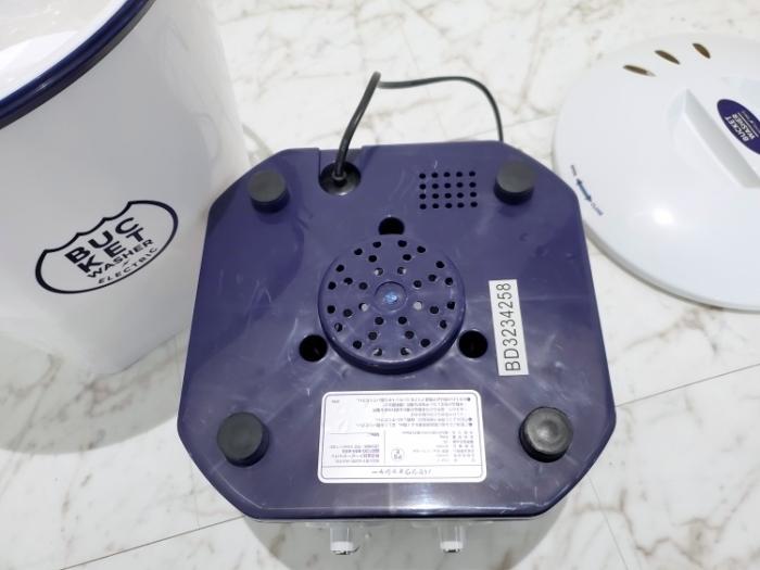 シービージャパン バケツ型小型洗濯機の裏はゴムの滑り止め付き