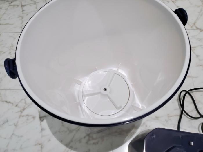 シービージャパン バケツ型小型洗濯機のバケツの中