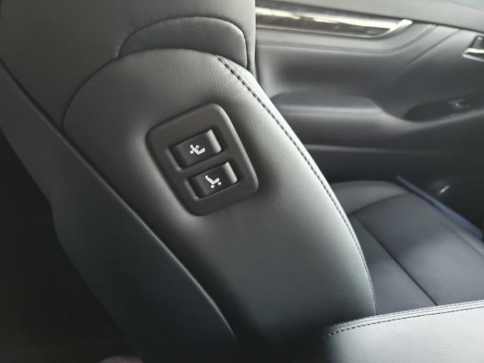 ヴェルファイアの助手席の移動ボタン