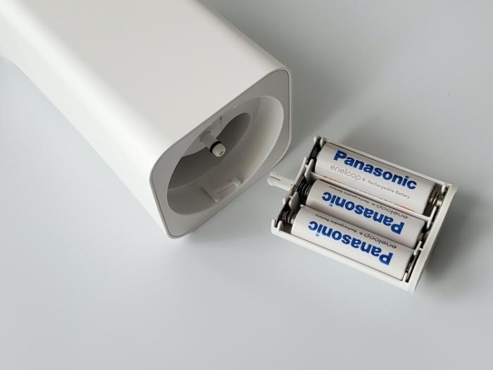 CLESSA 泡で出てくるオート(自動)ハンドソープディスペンサーに電池を入れる