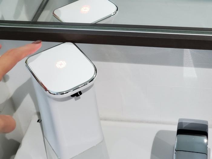 CLESSA 泡で出てくるオート(自動)ハンドソープディスペンサーの赤いライトは電源オフ