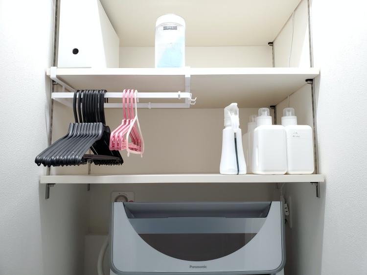 towerの棚下ハンガー収納レビュー。洗濯小物をまとめて吊り下げ収納できるから洗濯機上がスッキリしました