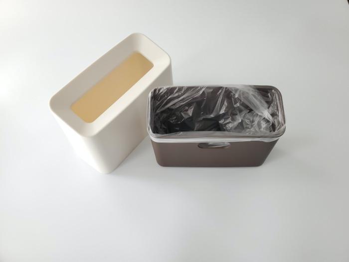イデアコ(ideaco)のミニ卓上ゴミ箱「チューブラーコットンラッシュ」にゴミ袋をかぶせた