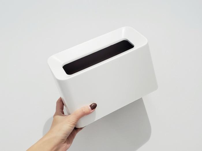 イデアコ(ideaco)のミニ卓上ゴミ箱「チューブラーコットンラッシュ」は片手で持てる