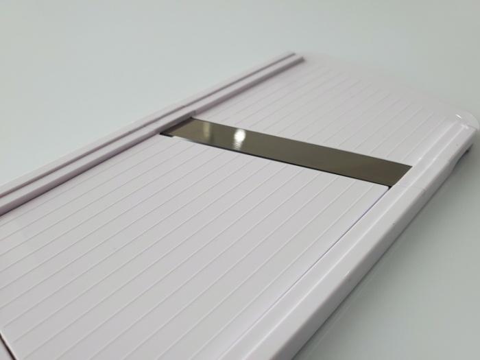 貝印のスライサーSELECT100(DH5700)の刃は収納時はフラットになるから安全