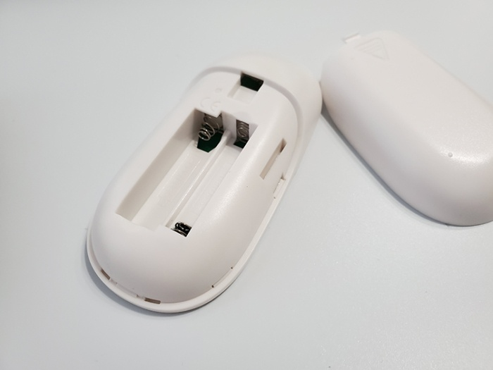 「Illuminar」のリモコンは単四電池が必要