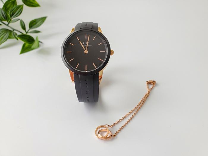 ダニエルウェリントンの時計「Iconic Motion」とブレスレット「Elan Unity Bracelet」