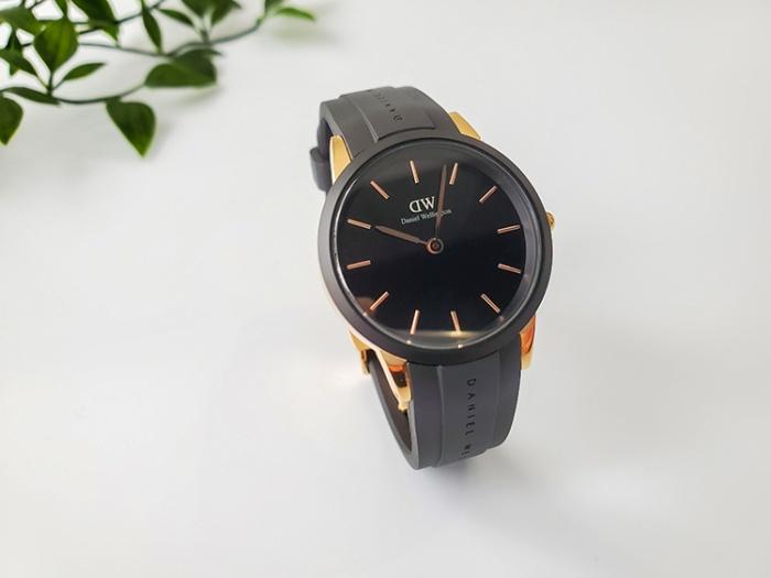 ダニエル・ウェリントン新作時計「Iconic Motion」の針は細くて華奢なイメージ