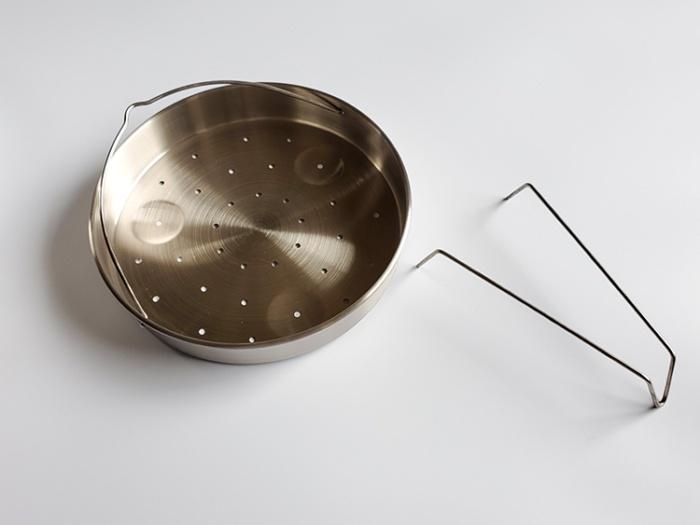 アイリスオーヤマの5L圧力鍋の付属品「中かご」と「中かご台」