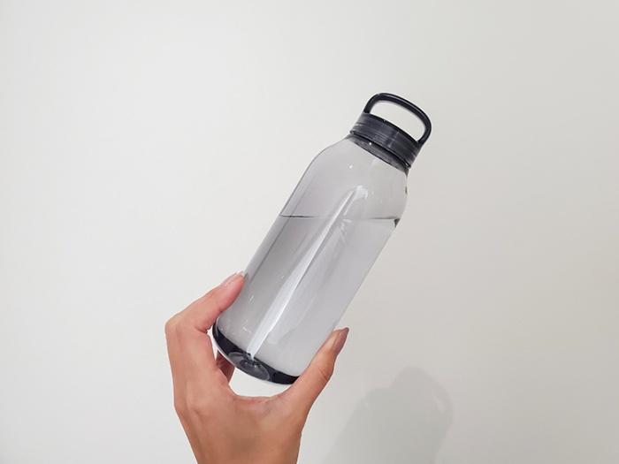KINTOのウォーターボトル(500ml・スモーク)