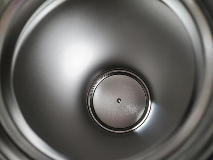マーナのエコカラットボトル乾燥スティックで乾いた水筒の中