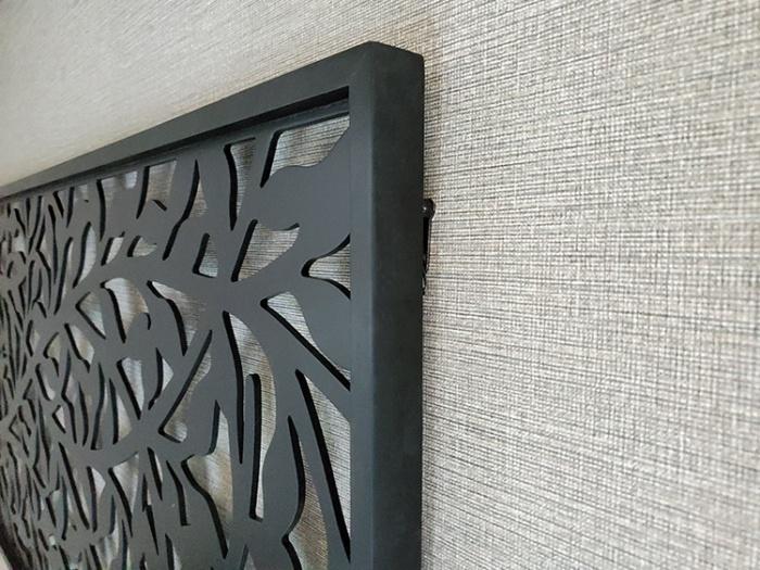 アートパネルに使ったフックは黒く塗って正解