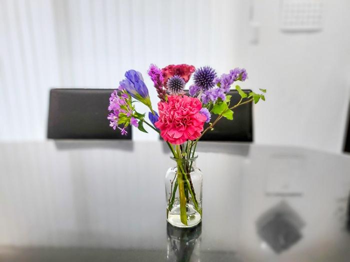 お花のサブスク「bloomee(ブルーミー)」のプレミアムプランで届いたお花