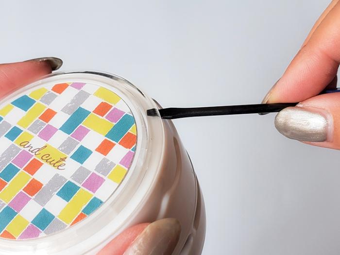 カインズの電池式卓上クリーナーの透明カバーの開け方。デザイン、模様を変えられる
