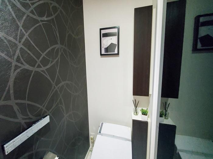 Project Nordのポスターをトイレに飾る